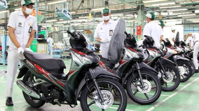 Warna stripe baru Honda Supra X 125 Helm in PGM-FI
