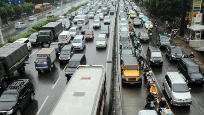 Diguyur Hujan Jakarta Macet