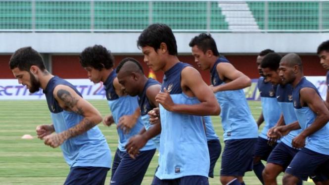 Pemain timnas sepak bola Indonesia U-23 melakukan latihan.