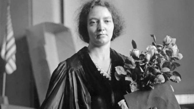 Irene Joliot Curie (1897-1956), peraih Nobel Kimia tahun 1935