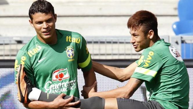 Thiago Silva bersama Neymar di latihan Timnas Brasil