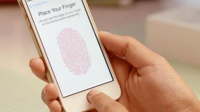 Touch ID, fitur pemindai sidik jari pada iPhone 5S.