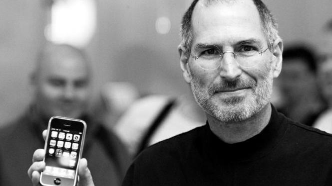 Steve Jobs dan iPhone.
