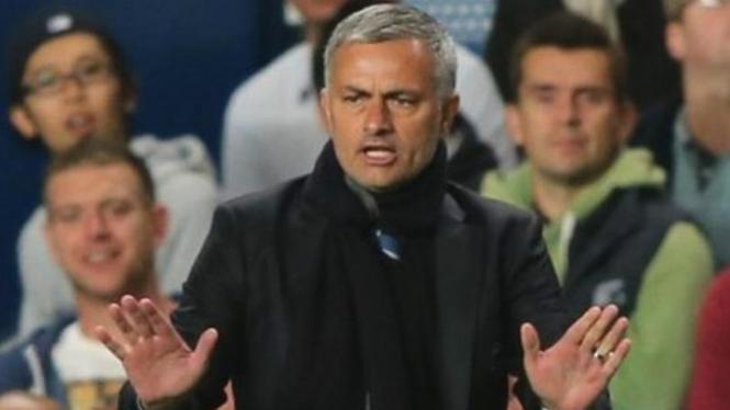 Pelatih Chelsea, Jose Mourinho, saat melawan FC Basel