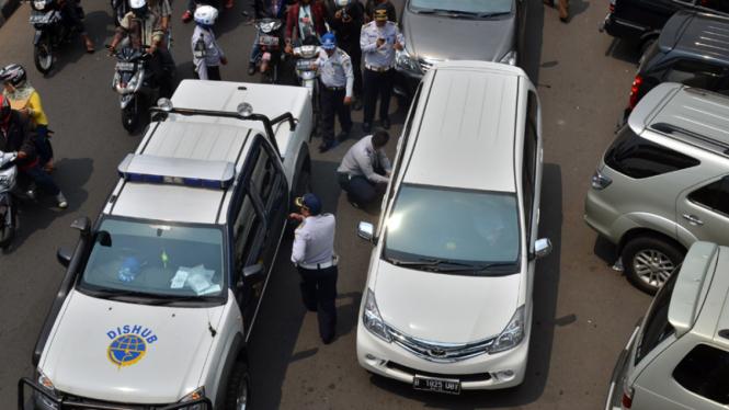 Penertiban Mobil Liar Oleh Dishub DKI Jakarta