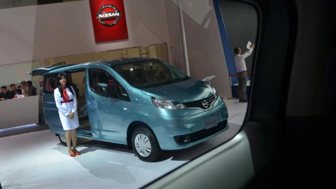 Mobil Keluarga murah saat dipamerkan di IIMS 2013