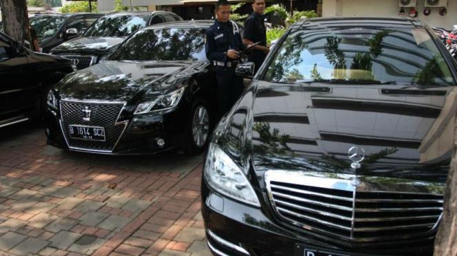 Mobil-mobil mewah disita dari rumah Akil Mochtar