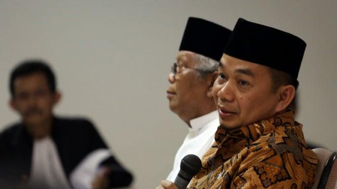Ketua Fraksi PKS DPR RI, Jazuli Juwaini (kanan).