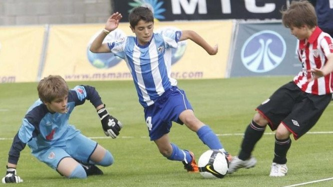 Pemain muda Malaga, Brahim (tengah), jadi rebutan Barca dan ManCity