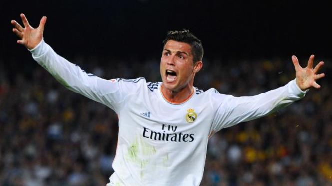 Pemain Real Madrid, Cristiano Ronaldo, frustrasi saat lawan Barcelona