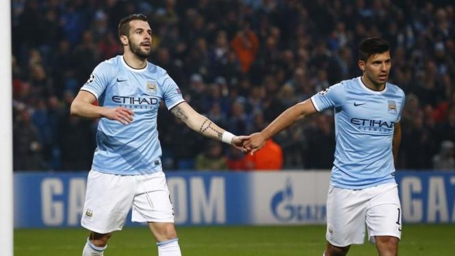 Pemain Manchester City, Alvaro Negredo dan Sergio Aguero
