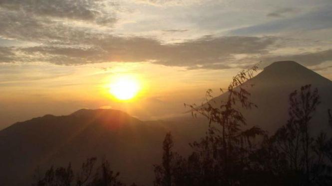 Pemandangan Sunrise di Sikunir, Dieng.