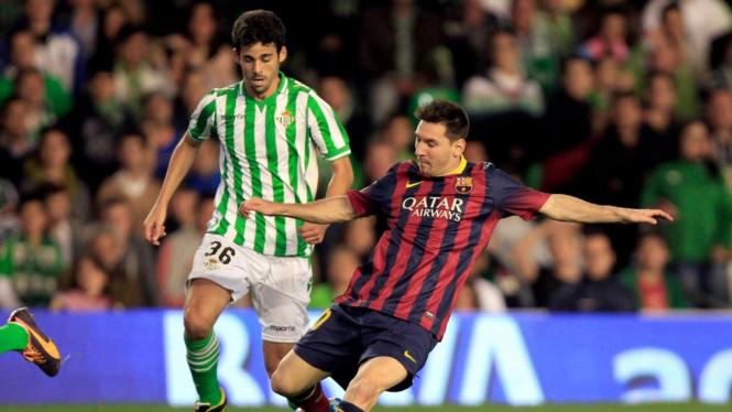 Lionel Messi (kanan) saat Barcelona Vs Real Betis