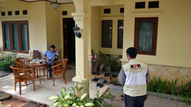 KPK Geledah Rumah Anas Urbaningrum