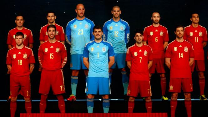 Timnas Spanyol menggunakan kostum baru