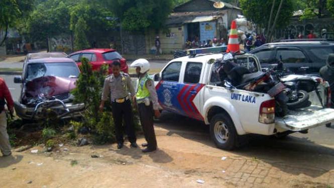 Lokasi tempat kejadian kecelakaan mobil Kijang terbang di Juanda, Depok