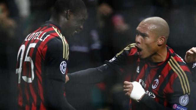 Selebrasi pemain AC Milan usai Mario Balotelli cetak gol
