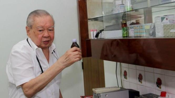 Dokter Lo Siauw Ging atau dokter Lo