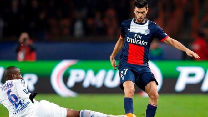 Gelandang Paris Saint-Germain PSG, Javier Pastore (kanan).