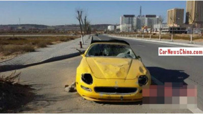 Maserati 4200GT ditinggalkan di pinggir jalan kota Yulin, China