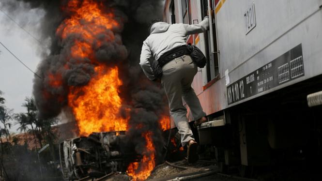 Kecelakaan Kereta Api dan Truk Tangki LPG di Bintaro