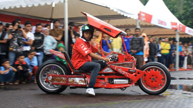 Salah satu peserta kontes modifikasi motor Honda Otocontest (HOCS) 2013
