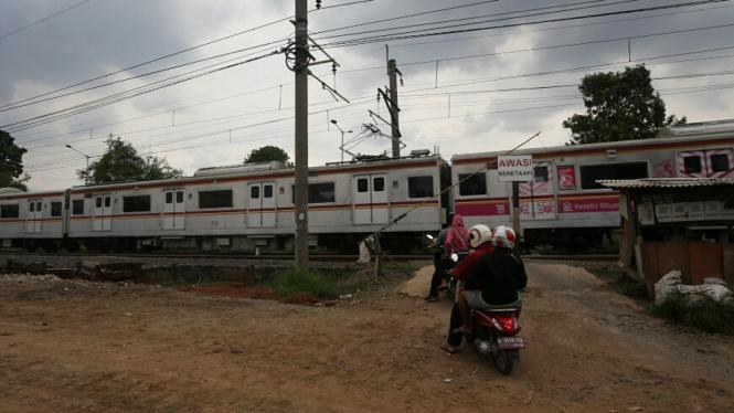 Ratusan Perlintasan Kereta di Jakarta Tanpa Palang Pintu