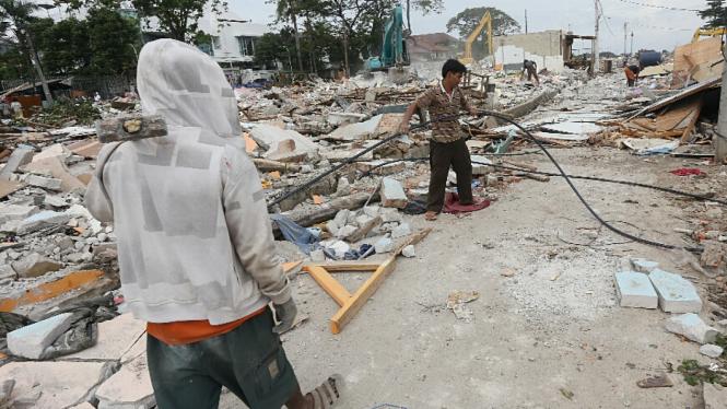 Ratusan Rumah di Bantaran Waduk Pluit Dibongkar