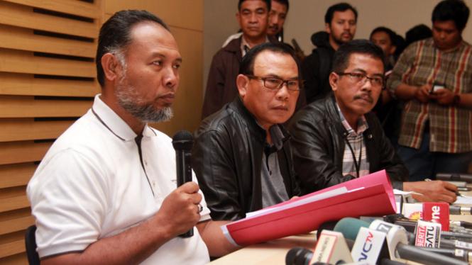 KPK Perlihatkan Barang Bukti Korupsi Kejaksaan Mataram