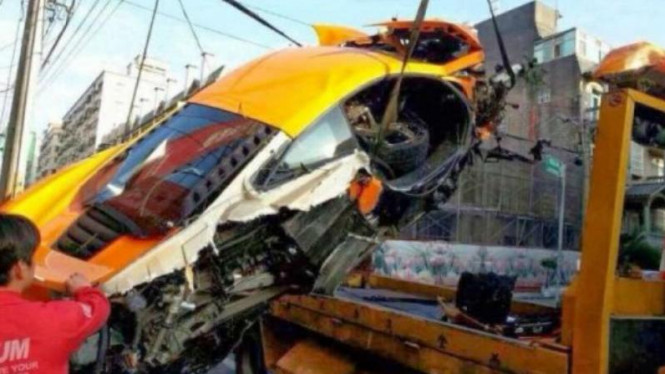 McLaren MP4-12C mengalami kecelakaan di Taiwan