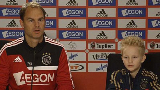 Pelatih Ajax, Franck de Boer, dan bocah penderita sindrom iritasi usus, Jay Jay