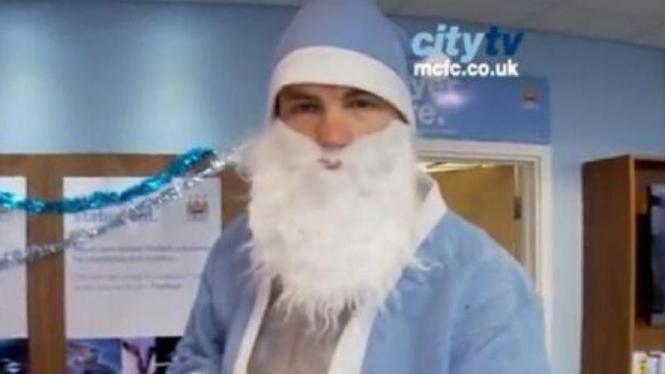 Edin Dzeko menjadi sinterklas Manchester City