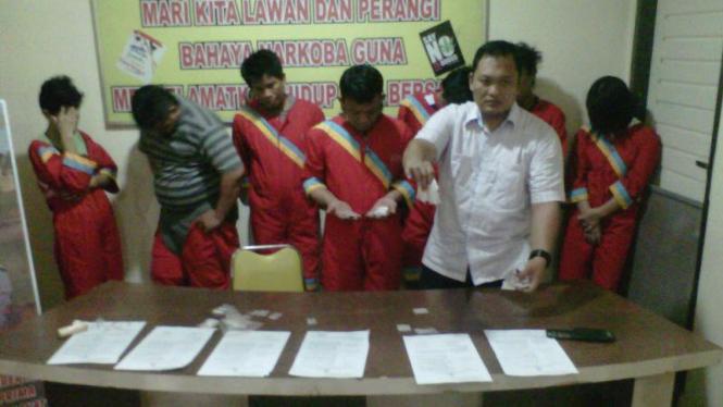 Seluruh tersangka narkoba yang diamankan satres narkoba polresta Palembang