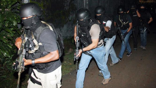Penggerebekan Rumah Terduga Teroris di Ciputat