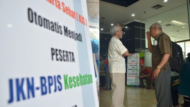 Ilustrasi warga antri pembuatan BPJS Kesehatan