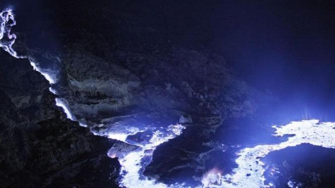 Lava biru di Kawah Ijen.