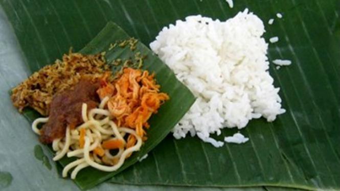 Nasi Jenggo khas Bali.