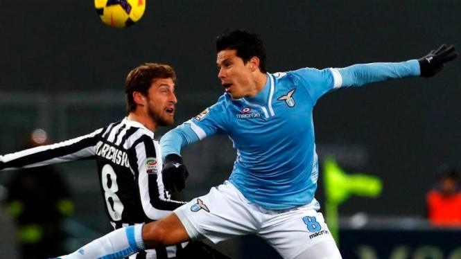 Pemain Lazio, Hernanes, saat hadapi Juventus