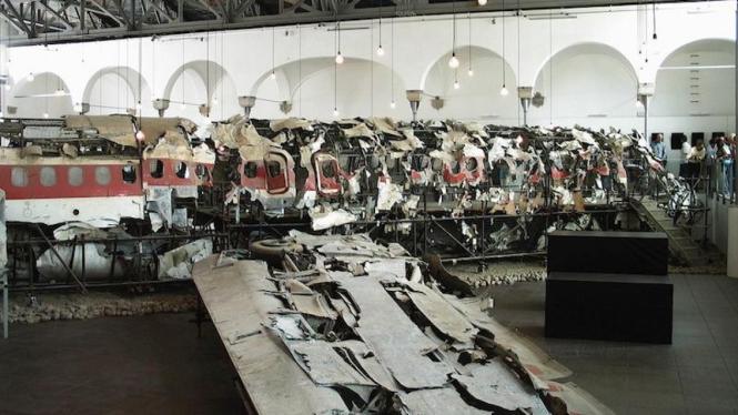 Bangkai Pesawat di Museum for The Memory Of Ustica