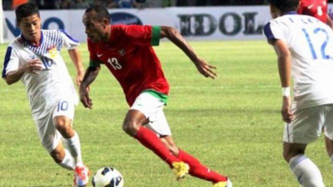 Pemain Timnas U-23, Ronny Esar (merah)