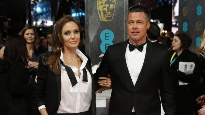 Angelina Jolie dan Brad Pitt saat masih mesra.