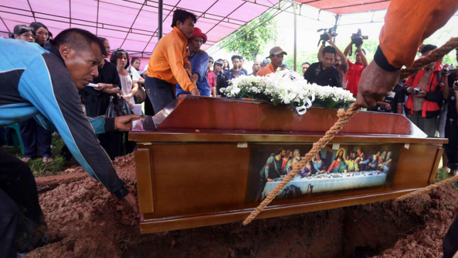 Pemakaman Ade Sara Angelina Suroto