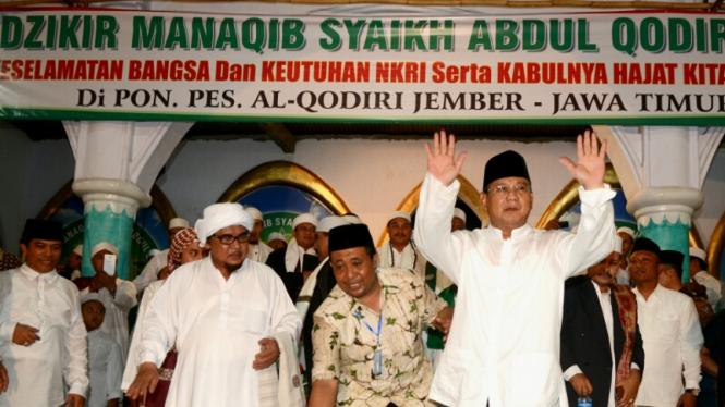 Prabowo Kunjungi Ponpes Al Qodiri