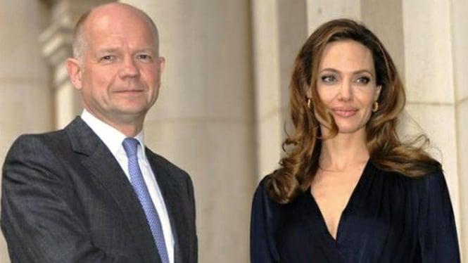 Menlu Inggris William Hague dan aktris Angelina Jolie