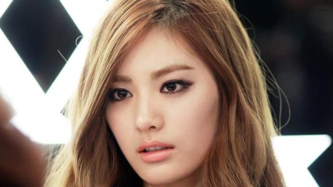 Nana salah satu wanita cantik Korea.