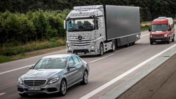 Truk pintar Daimler.