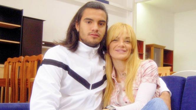 Kiper MU, Sergio Romero, dengan sang istri, Eliana Guercio