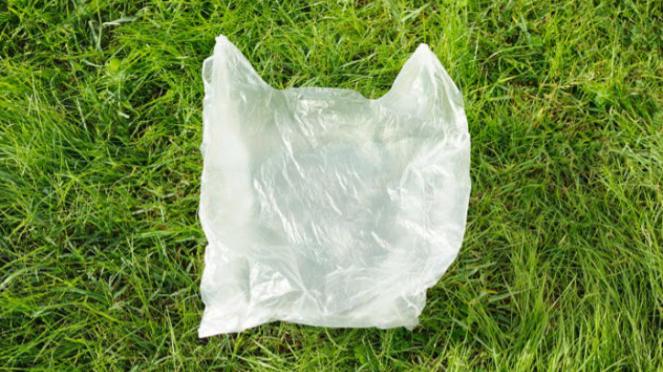Kantong plastik.