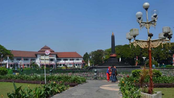Tugu Balai Kota di Malang, Jawa Timur.