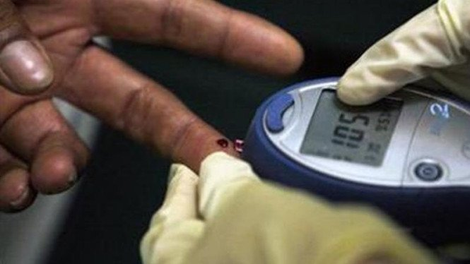 Tes darah penderita diabetes.